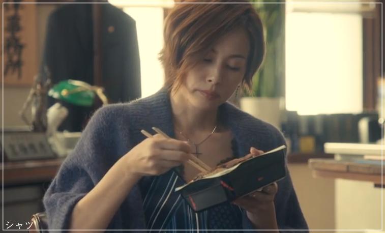 リーガルV[2話]米倉涼子の服のブランド!Tシャツにアクセサリーも!a15