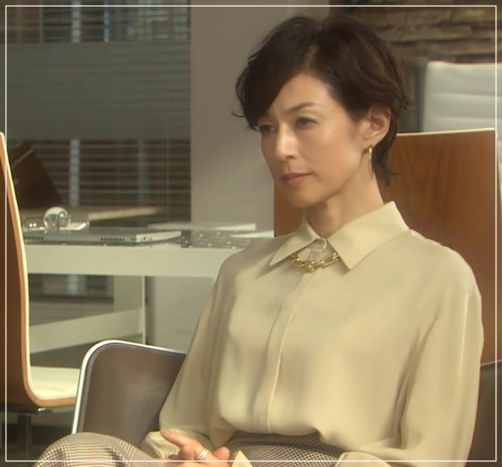 SUITS/スーツ[9話] 鈴木保奈美のコートにネックレス!シャネルやブルガリも16