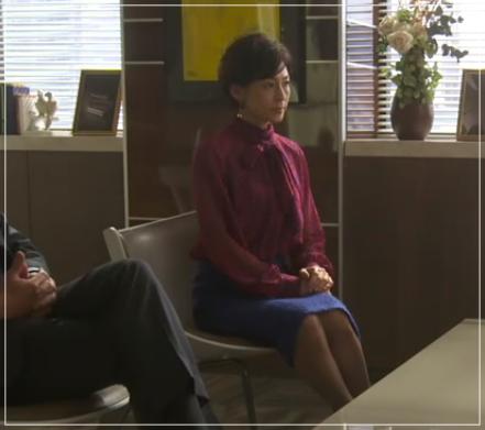 SUITS/スーツ[9話] 鈴木保奈美のコートにネックレス!シャネルやブルガリも8