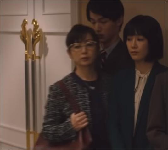 QUEEN[3話]斉藤由貴の洋服!メガネにイヤリング!ブシュロンも!10