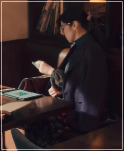 QUEEN[3話]斉藤由貴の洋服!メガネにイヤリング!ブシュロンも!5