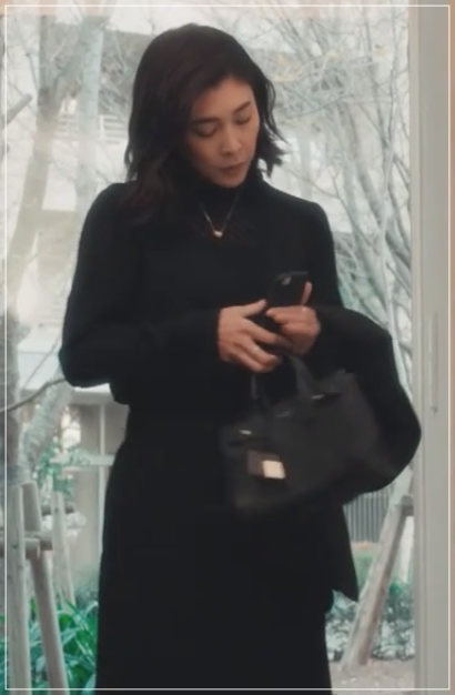 QUEEN[4話]竹内結子の衣装のブランド!サンローランにバッグも!9