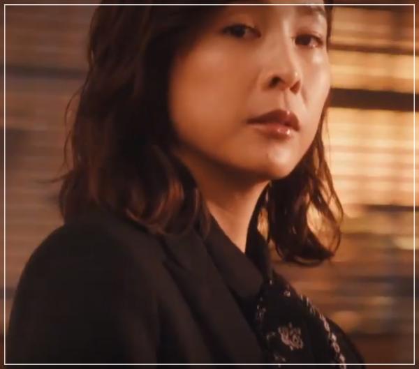 スキャンダル専門弁護士QUEEN[7話]竹内結子ドラマの衣装やハイヒール16