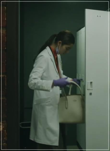 トレース[7話]新木優子の衣装!トレーナーにドクターマーチンも!18