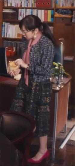 スキャンダル専門弁護士QUEEN[6話]斉藤由貴の衣装!メガネにピアスも23