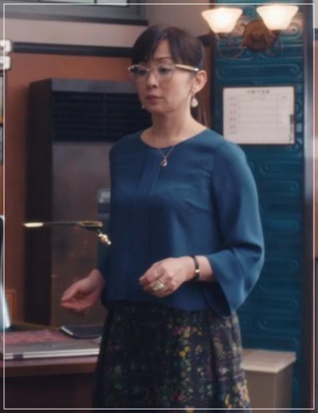 スキャンダル専門弁護士QUEEN[7話]斉藤由貴ドラマの衣装!メガネにスカート26