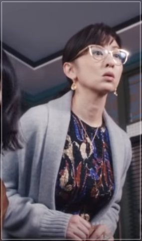 QUEEN[5話]斉藤由貴の衣装やメガネ!ワンピースにニットやブラウスも4-2