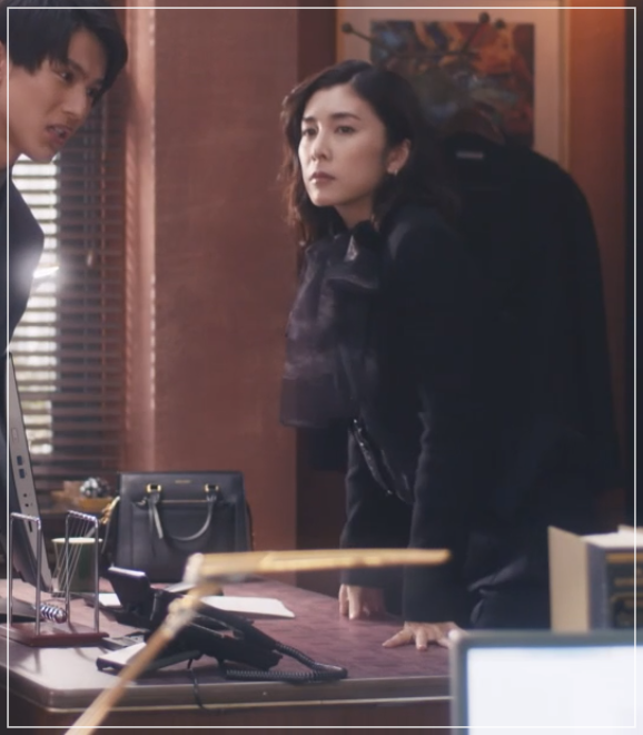 スキャンダル専門弁護士QUEEN[7話]竹内結子ドラマの衣装やハイヒール40