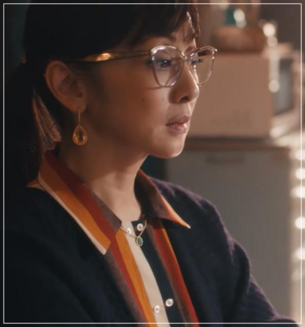 QUEEN[5話]斉藤由貴の衣装やメガネ!ワンピースにニットやブラウスも44