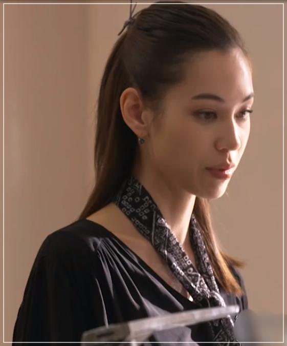 グッドワイフ[4話]水原希子の衣装! ティファニーのネックレスや洋服も55