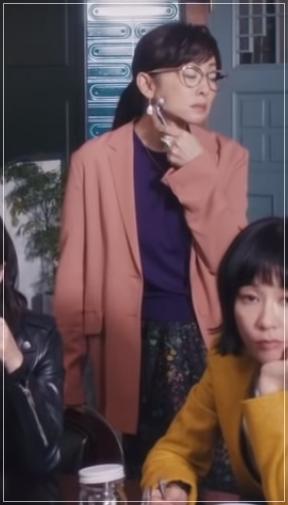 QUEEN[5話]斉藤由貴の衣装やメガネ!ワンピースにニットやブラウスも9-2