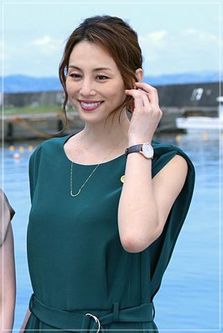 松本清張「疑惑」米倉涼子のかっこいい衣装!ジャケットにネックレスもgiwa9