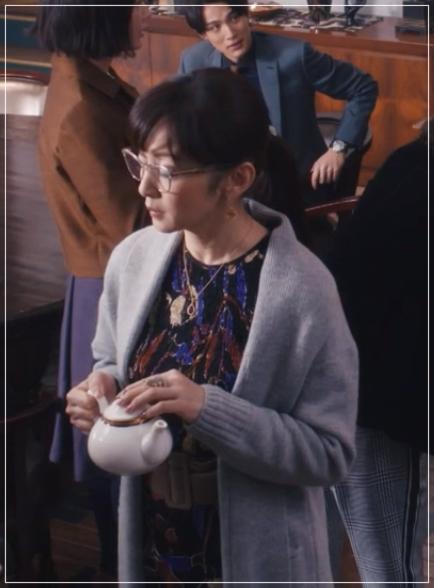 QUEEN[5話]斉藤由貴の衣装やメガネ!ワンピースにニットやブラウスもka-degan