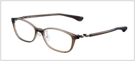 トレース[4話]新木優子の衣装!イヤリングにメガネやパーカーも!