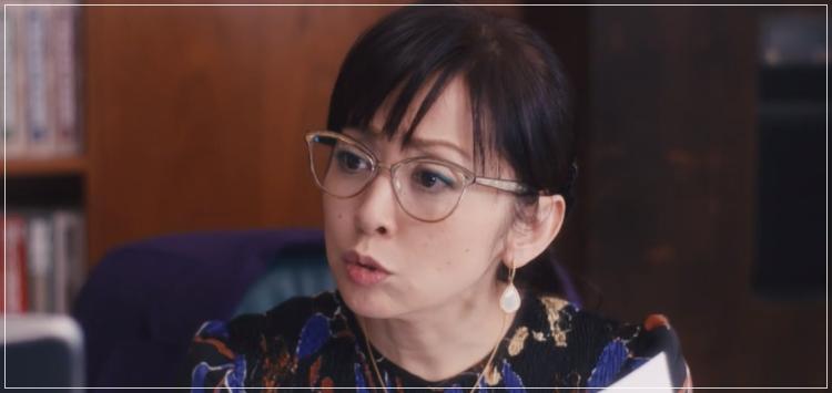スキャンダル専門弁護士QUEEN[7話]斉藤由貴ドラマの衣装!メガネにスカートue44