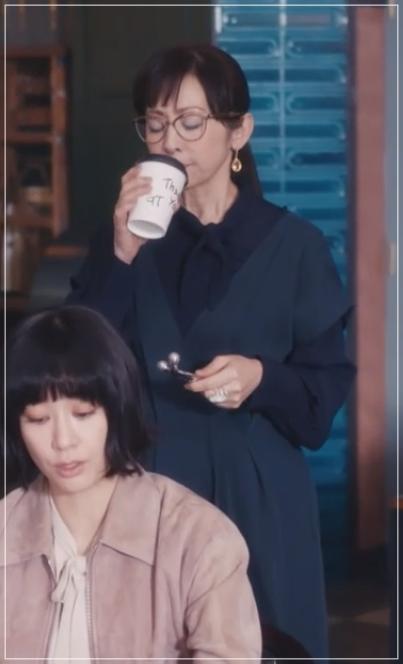 スキャンダル専門弁護士QUEEN[6話]斉藤由貴の衣装!メガネにピアスも