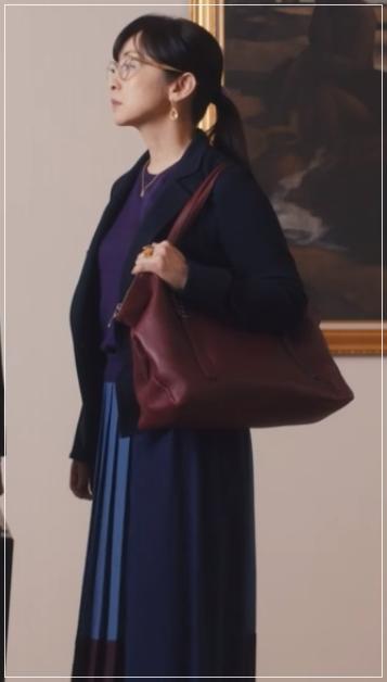 QUEEN[10話]斉藤由貴のドラマの衣装!アクセサリーやバッグにピアス28