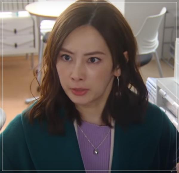 家売るオンナの逆襲[9話]北川景子のドラマの衣装!ピアスにコートも3