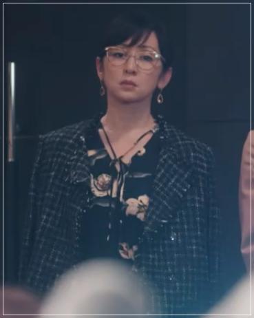 QUEEN[10話]斉藤由貴のドラマの衣装!アクセサリーやバッグにピアス