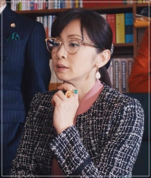 スキャンダル専門弁護士QUEEN[9話]斉藤由貴ドラマの衣装!バッグにピアス46-2