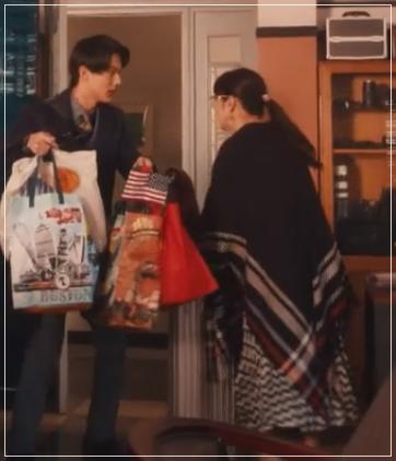 スキャンダル専門弁護士QUEEN[9話]斉藤由貴ドラマの衣装!バッグにピアス50