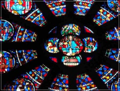 ノートルダム大聖堂は木造建築?木造部分や構造! 主な美術品は?