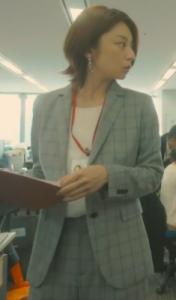 わたし旦那をシェアしてた[1話]小池栄子の衣装!ネックレスにワンピース