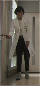 監察医朝顔/上野樹里の衣装!服にスニーカー・コートやパジャマ・バッグも