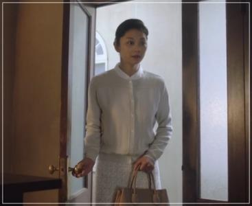 美食探偵明智五郎/小池栄子の衣装!ドレスやバッグにネックレス