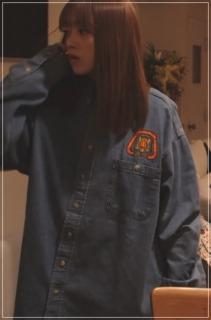 捨ててよ安達さん[7話]安達祐実の衣装!Tシャツにパンツにデニムシャツ