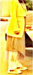 上のプルオーバーに合わせているスカート