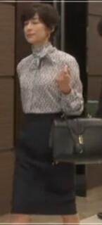 スーツ2/SUITS【8話】鈴木保奈美の衣装!ピアスなどアクセサリーやブラウスにバッグ9