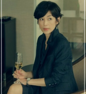 スーツ2/SUITS【8話】鈴木保奈美の衣装!ピアスなどアクセサリーやブラウスにバッグ17