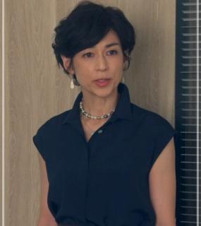 スーツ2/SUITS【8話】鈴木保奈美の衣装!ピアスなどアクセサリーやブラウスにバッグ14