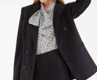 スーツ2/SUITS【8話】鈴木保奈美の衣装!ピアスなどアクセサリーやブラウスにバッグ12
