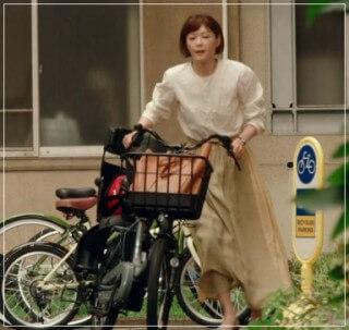 監察医朝顔2【7話】上野樹里の衣装!ベージュのスカート77
