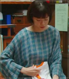 監察医朝顔2【3話】上野樹里の衣装!洋服やバッグにリュック!結婚指輪 kansatui-asagao34