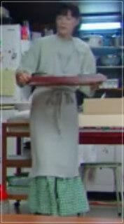 監察医朝顔2【4話】上野樹里の衣装!ブラウスやスカートにバッグ6