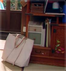 監察医朝顔2【6話】上野樹里の衣装!シャツやブラウスなど洋服やバッグ3