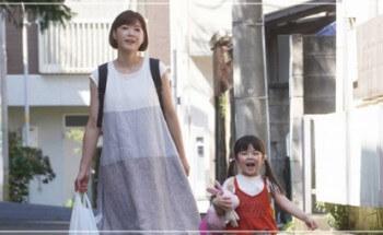 監察医朝顔2【5話】上野樹里の衣装!スカートやワンピースにスニーカー12