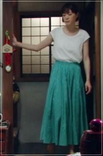 監察医朝顔2【5話】上野樹里の衣装!スカートやワンピースにスニーカー2